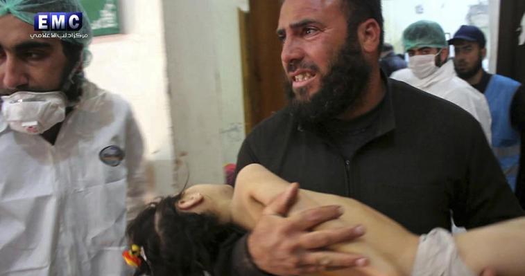 Sospetto attacco chimico del regime: 58 morti a Idlib